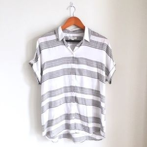 Beachlunchlounge grey white stripe button down Sm